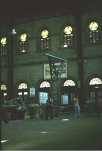 Bahnhof v. Sevilla m. bunten Glasfenstern 79