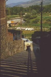 Puigcerda Extrem langer Schatten auf Treppe